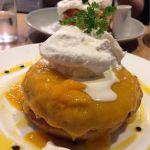 7月限定♡濃厚なめらかマンゴークリームパンケーキ 1,300円♡パッションフルーツソースの酸味がいいアクセント♡