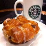 スターバックス・コーヒー 静岡丸井店 で仕事後の一休み。カフェミストとアップルシナモンフリッター。甘さが心地良いのです