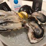 ガンボ&オイスターバー ラゾーナ川崎店。MIX牡蠣プレート。真牡蠣と岩牡蠣のセット