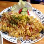バイエルン グリル  渋谷店。シンケンヌードル。ベーコン、玉葱、ピクルスの入ったバイエルン地方のパスタ料理。