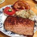 バイエルン グリル  渋谷店。レーバーケーゼ。豚肉のみで作ったソーセージの生地を型に入れ、オーブンでじっくり焼き上げたもの。プレッツェルがめちゃ美味しい*\(^o^)/*