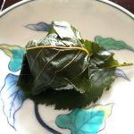 HIGASHIYA GINZAで道明寺を買ってきた。桜の葉の塩漬けがたぶん新しいので、緑が濃くて綺麗。とてもいい香りでした。時間があったらお茶したかった。