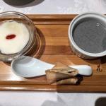四川豆花飯荘 東京店   温かい豆花と冷たいスイーツ   杏仁豆腐風ですが温かいお豆腐と黒ごま豆腐。フォーチュンクッキー付き!
