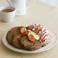 【エッグスンシングス】バレンタイン限定「トリプルチョコレートブラウニーパンケーキ」登場