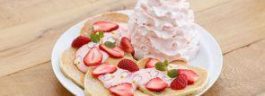 エッグスンシングス日本上陸6周年!記念の限定パンケーキは苺づくし!