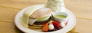 エッグスンシングス京都四条店限定「涼味広がる、宇治抹茶アイスパンケーキ」登場