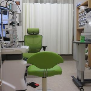 診察室(最新の電子カルテで多くの画像をお見せし、写真をお渡しして分かりやすい説明を心がけています。)