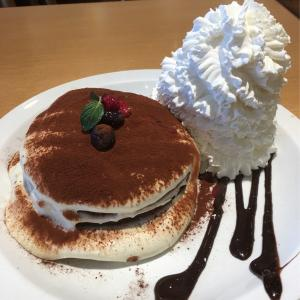 "エッグスンシングス 横浜山下公園店 ""Kona"" tiramisu Pancakes Eggs'n Things 7th Anniversary special"
