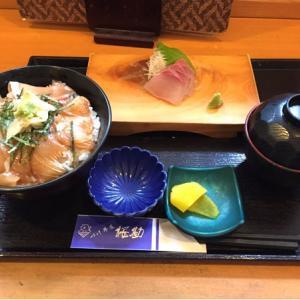 づけ丼屋 桜勘☆カンパチの漬け丼です。ご飯の中に