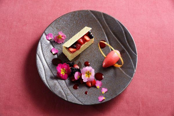 グランドプリンスホテル高輪・ラウンジ光明「ホワイトチョコレートのムース」1,400円