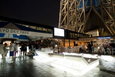 東京スカイツリータウン 見上げるビアガーデン