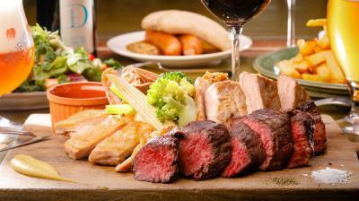 新宿サザンテラス プティデリリウム タップ カフェ「テラス席限定・肉盛り5種ビアガーデンコース」