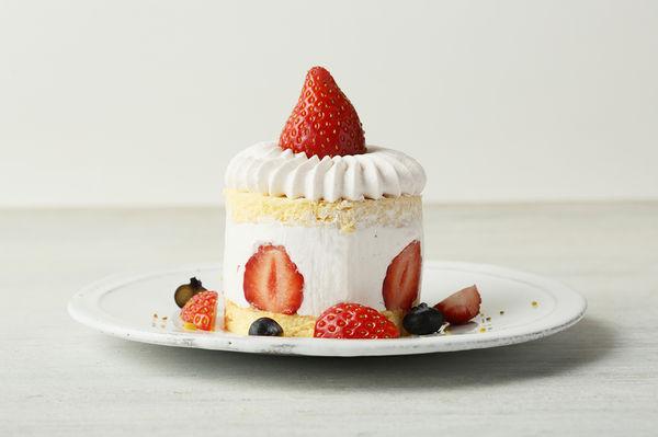 ストロベリーピンクスノーショートケーキ 800円
