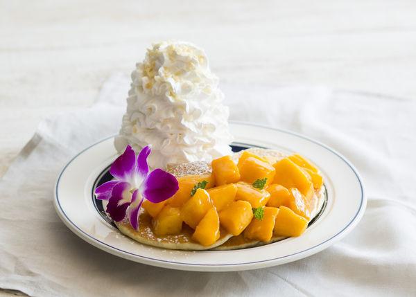 マンゴーマンゴーパンケーキ 1,450円(税別)