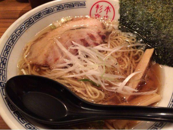 杉本商店の淡麗系中華そば 700円。あっさりだけどしっかり旨い。スープ完飲!