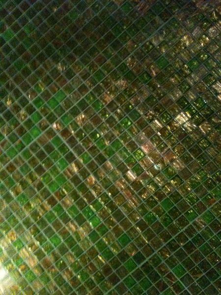 三井ガーデンホテル銀座プレミア。メッチャお洒落なトイレの壁(^^) 大好きな色合い(^^)