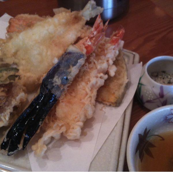 天ぷら。天つゆかハーブ塩で。