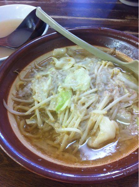 東横 駅南店 #ramen 味噌ラーメン650円、半ライス注文。濃い目のスープを薄めスープで割ながらという、今まで体験した事のないシステム。人気店だけあってとっても美味しかった。スープ☆☆麺☆☆☆