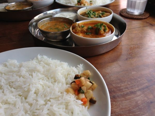 spice kitchen moona。3種のカレーセット。チキンカレー、豆カレー、本日のカレーはサンマのカレー!どれも好きだけど、サンマが特に美味しかった☆