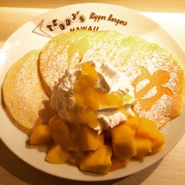 リリコイソースのマンゴーパンケーキ