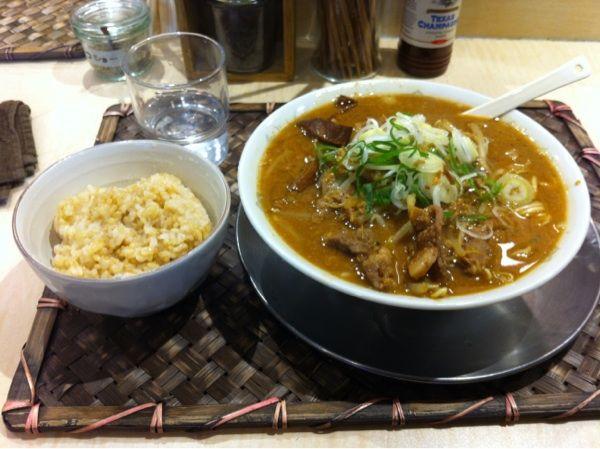 食堂 七彩 味噌ラーメンと玄米ご飯