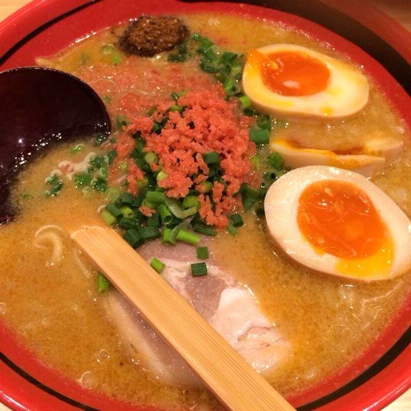 味玉えびみそラーメン。北海道から攻めてきた海老出汁。スープ飲んだ瞬間「あ、海老だわ。」と呟いてしまった。しょうゆ、みそ、しおがあり、コクをそのまま、ほどほど、あじわいから選べる。