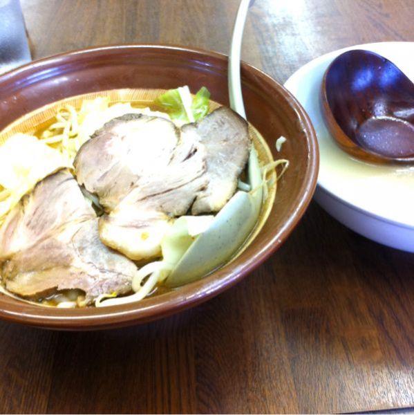 東横 駅南店@新潟なう。新潟四大ラーメンの一つ、濃厚味噌を出汁で割りながら食べる珍しいラーメンです。特製味噌ラーメンです。