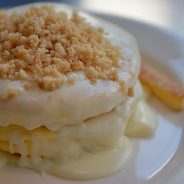 RAINBOW PANCAKEのマカダミアナッツソースのパンケーキ。いいものだと思います。