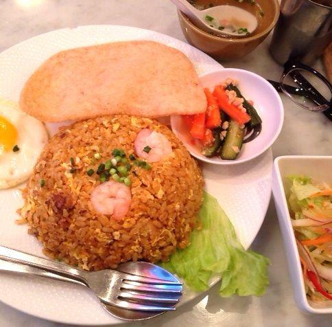 海南鶏飯 汐留シティセンター店ナシゴレンプレート 950円