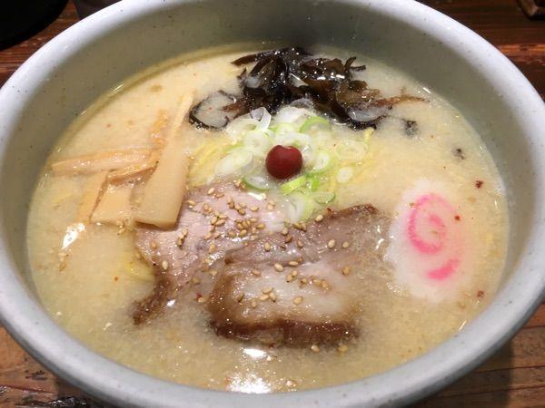 山頭火 新宿南口店 初めて来ました^ ^早めの昼食にラーメンいただきます