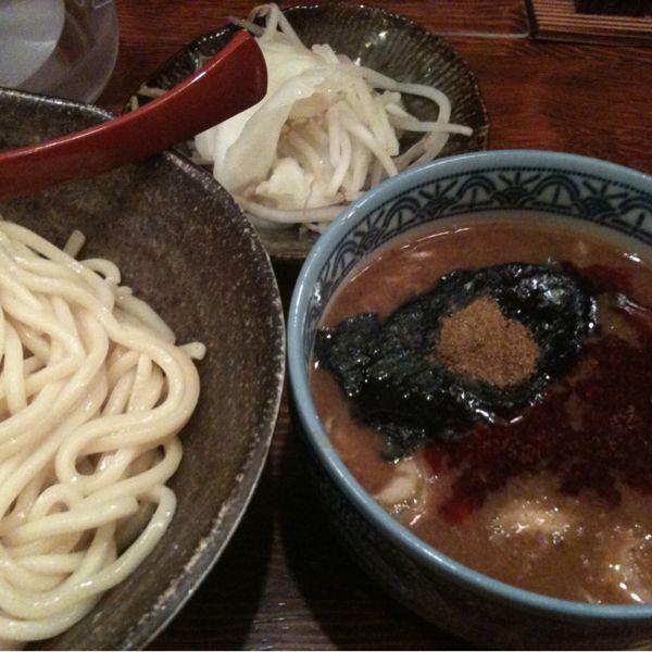 三田製麺所 赤坂見附店で灼熱。もっと辛いかと思ったけど、ほどよく美味い。50円増しで野菜トッピングしたんだけど、これがドロドロのつけだれにまたよくあう。