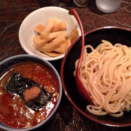 三田製麺所 歌舞伎町店で辛つけ麺、あつもり。