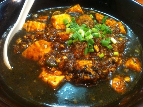 in 白湯麺屋 武蔵小杉店 麻婆豆腐担々麺(黒胡麻) 麻婆豆腐が上手くて小ライス頼んでしまった。