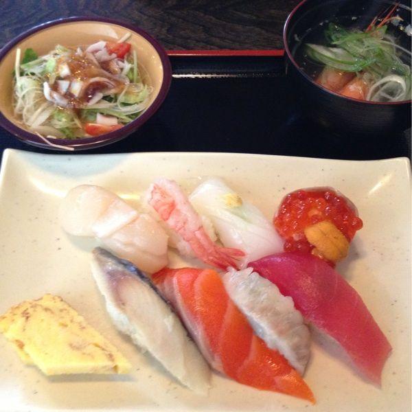 網走 鮨ダイニング 月 寿司ランチセット?…普通に美味いけど空腹には少しもの足りないかな…(^_^;)
