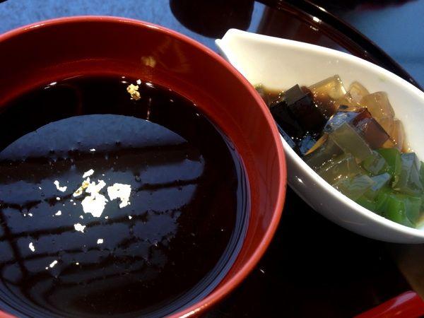 ぎおん 徳屋 原宿店@神宮前 冷やししるこ 品の良い小豆の甘味 抹茶の寒天との絡みも実に良し