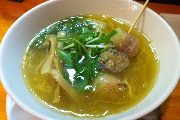 らーめん ぺぺペペ塩☆800円チャー盛りでプファ〜しーの鶏清湯スープに具は串スタイル!こりゃタイプ!再訪確定♪♪♪   #ramen