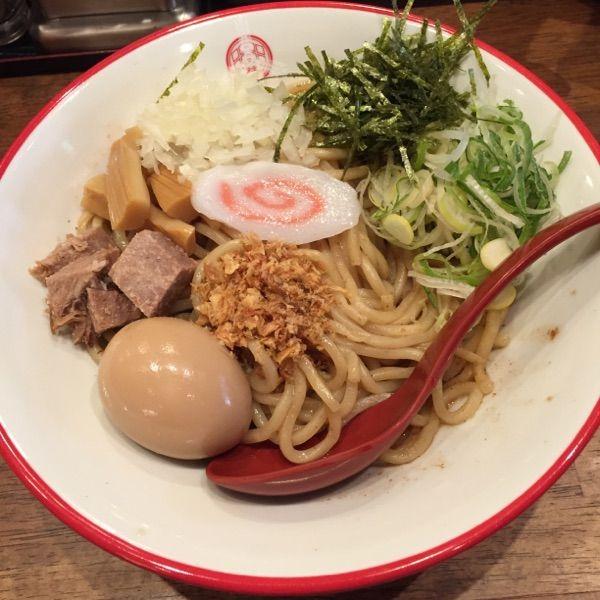 三田製麺所 新宿西口店 #ramen #ラーメン 油そば並860円。高いが具沢山だから。
