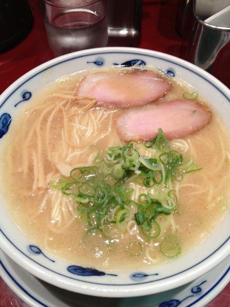 らあめん 渋英 #ramen 本年73杯目。昨日夜ラー。渋谷で飲み会があったので帰りに新規開拓。凛へ行ってみたかったが遠いのでまた今度。ここはここで美味しかった。ナイス豚骨!