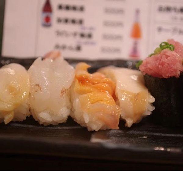 彩り亭 立ち食い寿司。15貫味噌汁付き1500円。廻る寿司並みのお値段だけど美味しい。