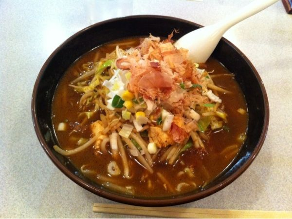 らーめん北斗 新橋店赤だし味噌ラーメン大盛¥750愛知生まれとしては赤だしを食べないわけにはいかず注文。スープは美味しいが麺が気持ち縮れたストレートでスープが絡まず。惜しい…。次回は白を頼もう。