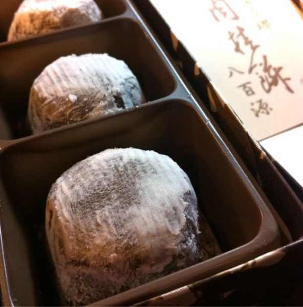 八百源来弘堂 ニッキが苦手で、おたべとかがダメな人でも食べれると言う「肉桂餅 」上品な味で美味しい。納得。
