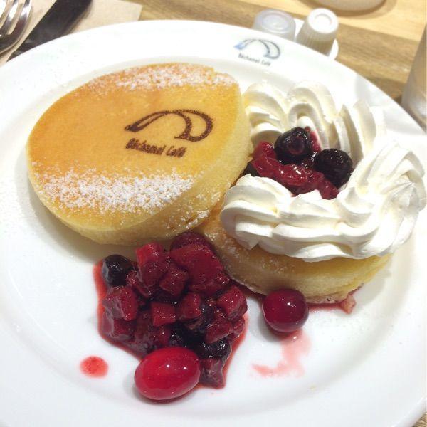 ラズベリーパンケーキ✨in ベシャメルカフェ