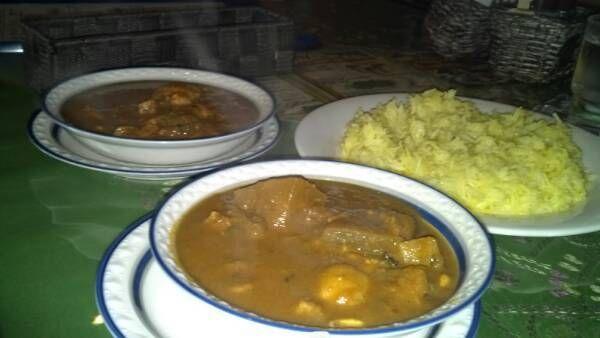 ガラムマサラで休み前のランチ。ホームメイドなチキンカレーと野菜カレーはストレートな刺激と滋味が溢れる。身体にじんわり染み込むのです!
