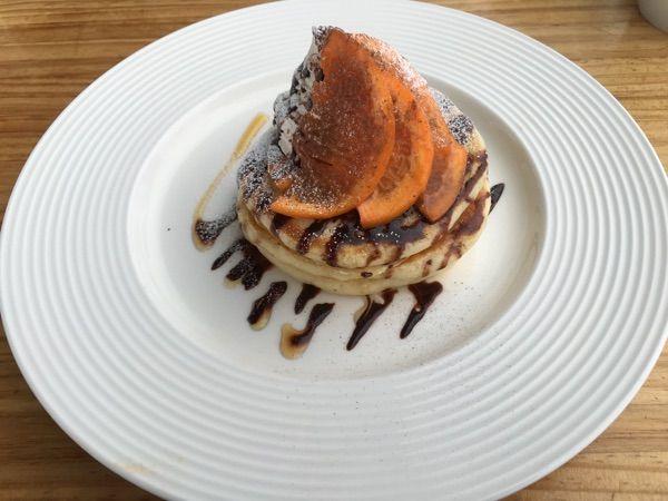 シーバーズカフェ オレンジショコラのパンケーキ。小っちぇ!これで950円( ゚o゚!)ウソ   う~ん。