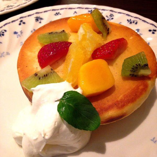 オランダ坂珈琲邸 東所沢店 彩りフルーツと軽いクリーム 1枚 ¥580