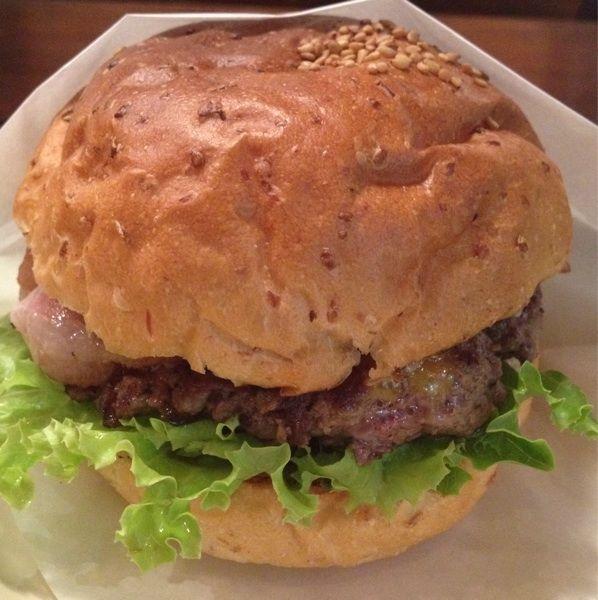 SASA BURGER nakameguroベーコンチーズバーガー。全粒粉入りのバンズと柔らかめのパティ、グリルドオニオンがなかなか相性良し。今度は本店行ってみよ。#burger_jp