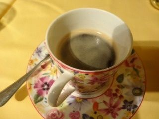クロアチアレストラン・ドブロ   コーヒー    ここでクロアチアを旅行して来たAKが登場、更にアラカルトで頂く事になりました