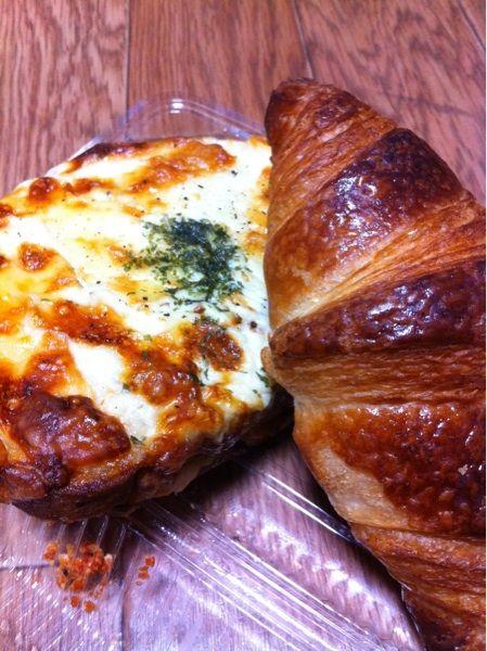 Boulangerie Nao今日のお昼に神戸で人気のコチらのパン屋さんで買ったクロワッサンとクロックムッシュを晩ごはんに♬特にクロックムッシュは野菜とベシャメルとチーズもたっぷりで旨い!!