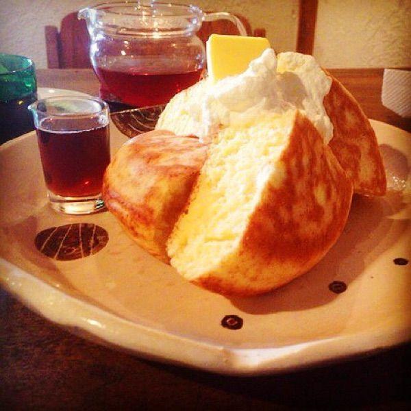 cafe CONVERSIONクリームチーズほっとけーき ふわふわで懐かしい味わい。クリームチーズが生地に練り込んであって、メイプルシロップと合わせると、旨さがします。