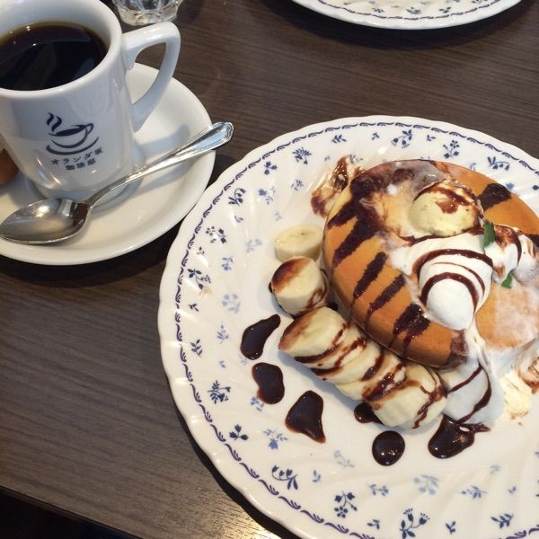 オランダ坂珈琲邸 東所沢店チョコレートとバナナのパンケーキ